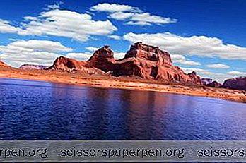 Caiaque Powell No Lago Powell, Arizona