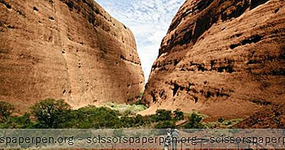 Natural Wonders Of The World: Uluru-Kata Tjuta