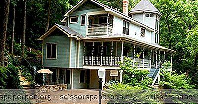 Romantic Getaways In Arkansas: Arsenik & Ranjang Renda Tua Dan Sarapan Pagi Di Eureka Springs
