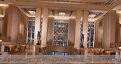 The Waldorf Astoria: Historic Landmark On Park Avenue