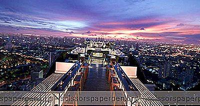 Obroci Na Krovu I Dramatični Pogledi Na Drvo Banyan Tree Bangkok