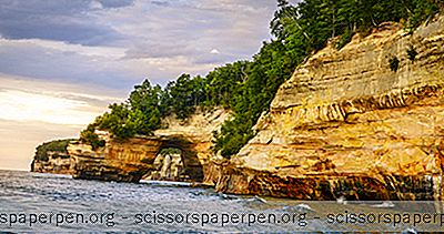 3 Best Pictured Rocks Cruises