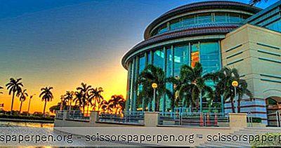 フロリダ州ウェストパームビーチの観光名所:クラヴィスセンターフォーパフォーミングアーツ