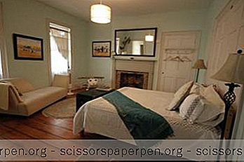 26 Warren B & B In Hudson, New York