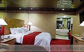 ロマンチックなゲッタウェイインペンシルバニア:ポコノマウンテンズのパラダイスストリームリゾート