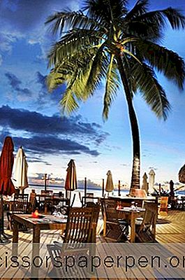 Romantik Bir Düğün Teklifi İçin 10 Mükemmel Plaj Restoranları