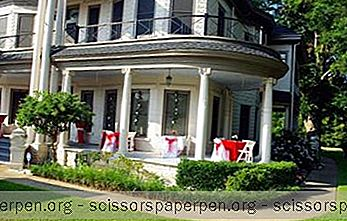 Walker Manor Bed & Breakfast In Gladewater, Texas