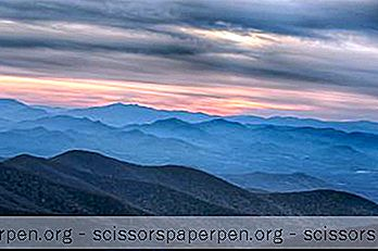 เวลาที่ดีที่สุดในการเยี่ยมชม Asheville, Weather, The Smoky Mountains และเคล็ดลับการเดินทางอื่น ๆ