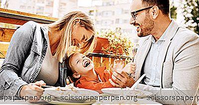 Грицкање И Шкрипање Родитеља Са Малом Дјецом